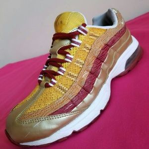 Women's Nike Air Max 95 Maze Metlc Gd Size 7